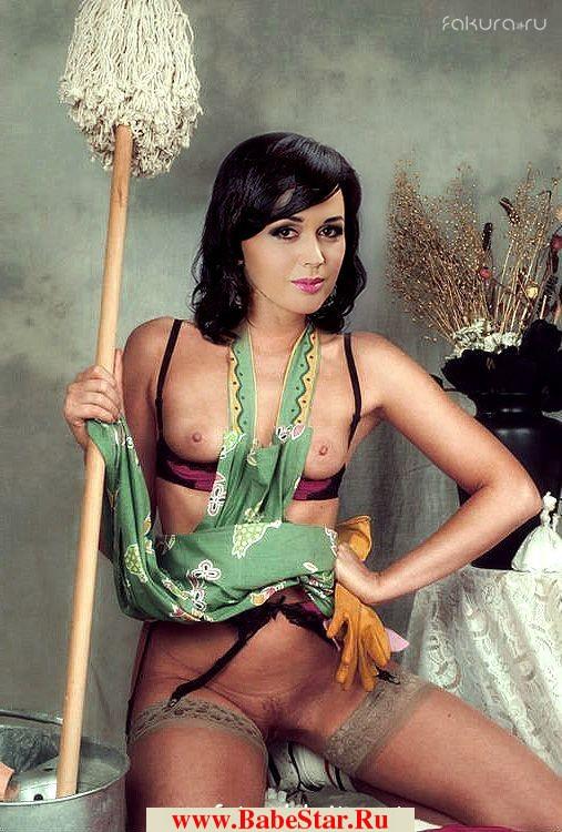 Анастасия Заворотнюк позирующая в голом виде принимает сексуальную