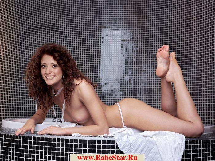 Вайнбранд полностью и совсем голая 2013-2014, голые груди и